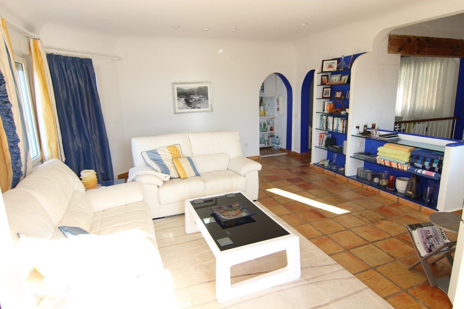 Huisvesting in El Portet met fantastisch uitzicht op zee.