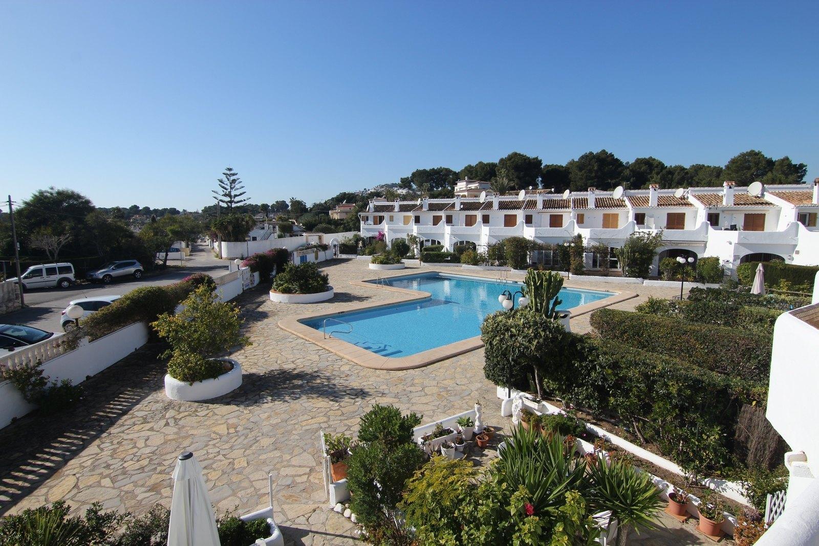 Rijtjeshuis met zwembad te koop in Moraira.