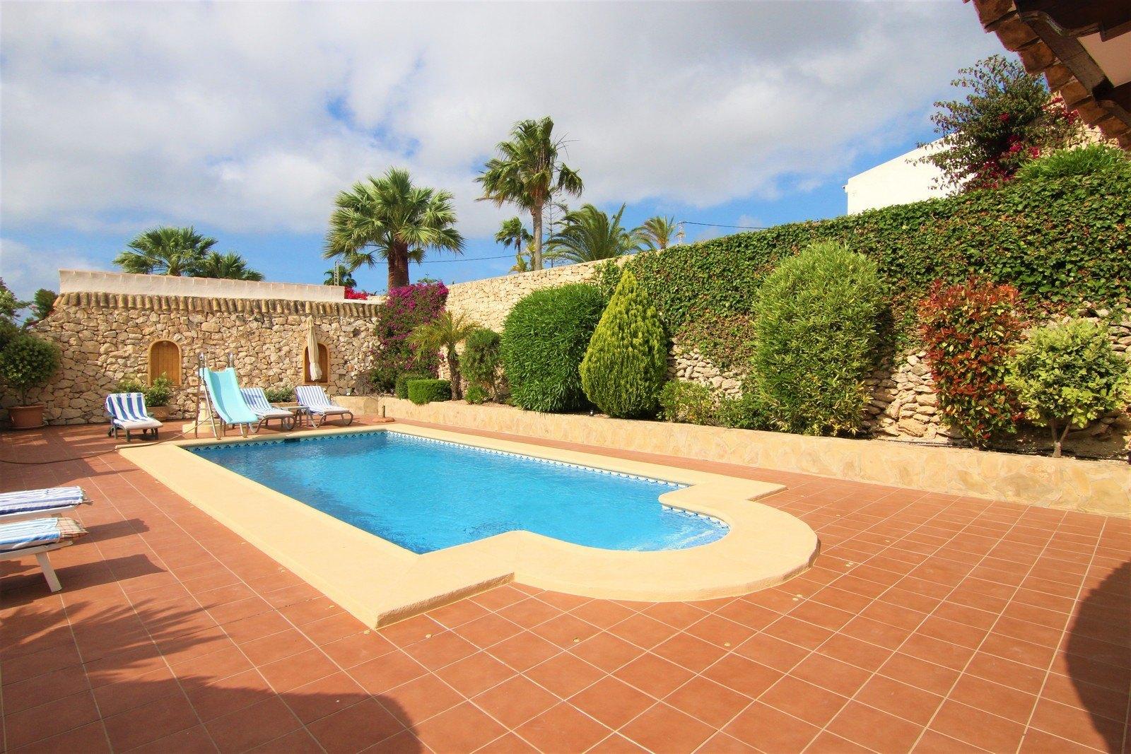 Villa met zwembad te koop in Moraira.