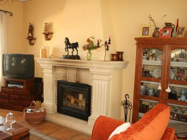 Exclusieve villa met stallen en paarden .